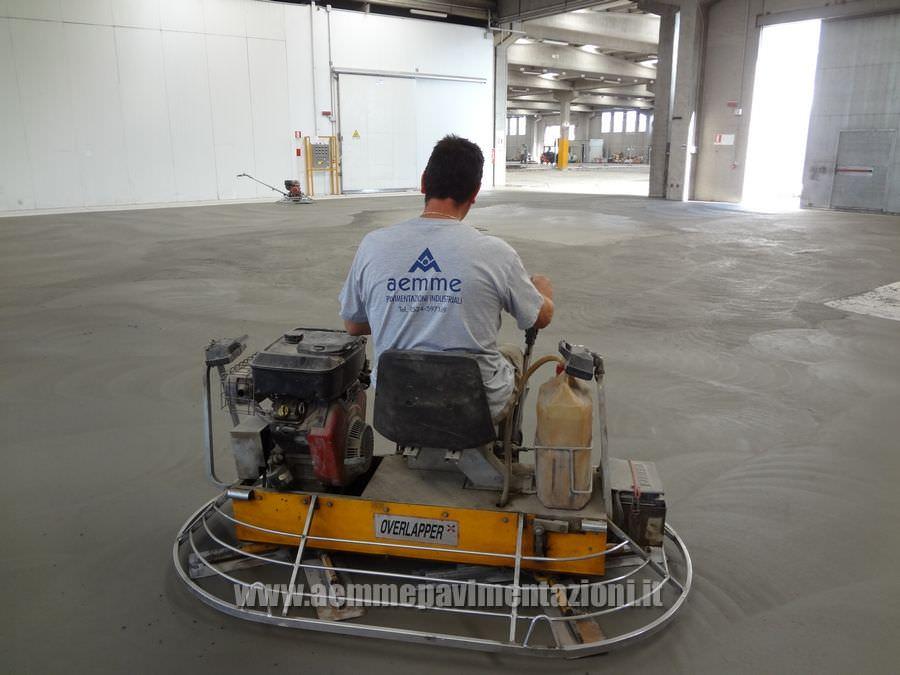 Elicottero Cemento : Realizzazione pavimenti industriali in cemento cls