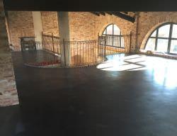 Pavimentazione industriale con finitura a pastina e trattamento antipolvere trasparente